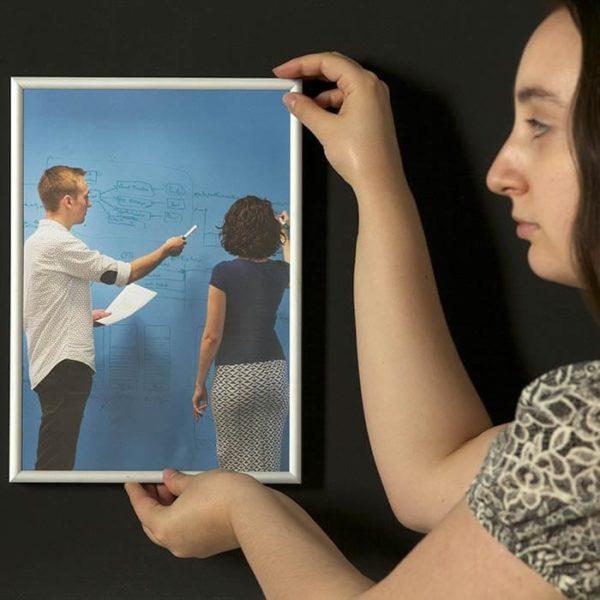 zdjęcie ilustrujące zalety farby suchościeralnej